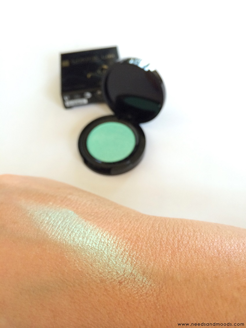 Ombre à paupières métalisée : Green galaxy parfume-ta-vie review