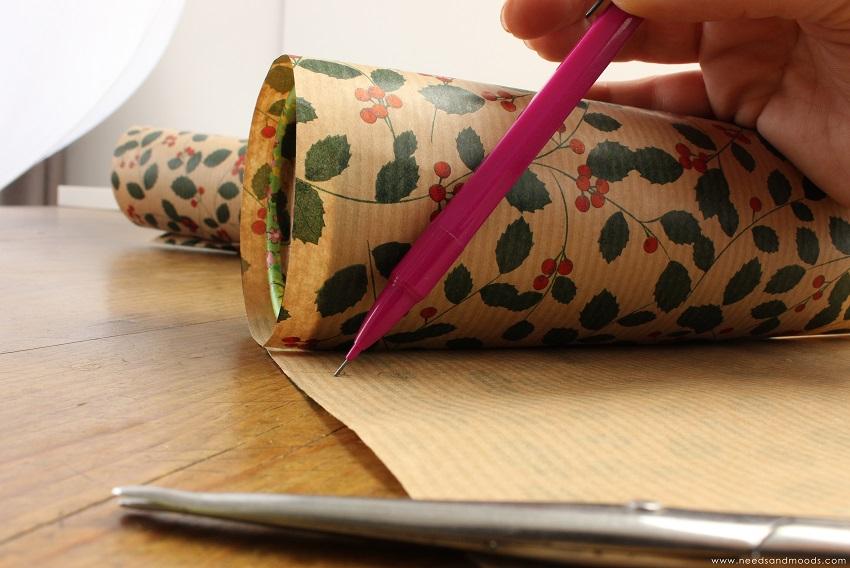 recycler un étui en carton en pot à pinceaux