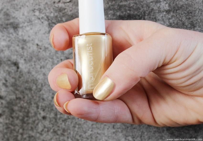 vernis à ongles doré