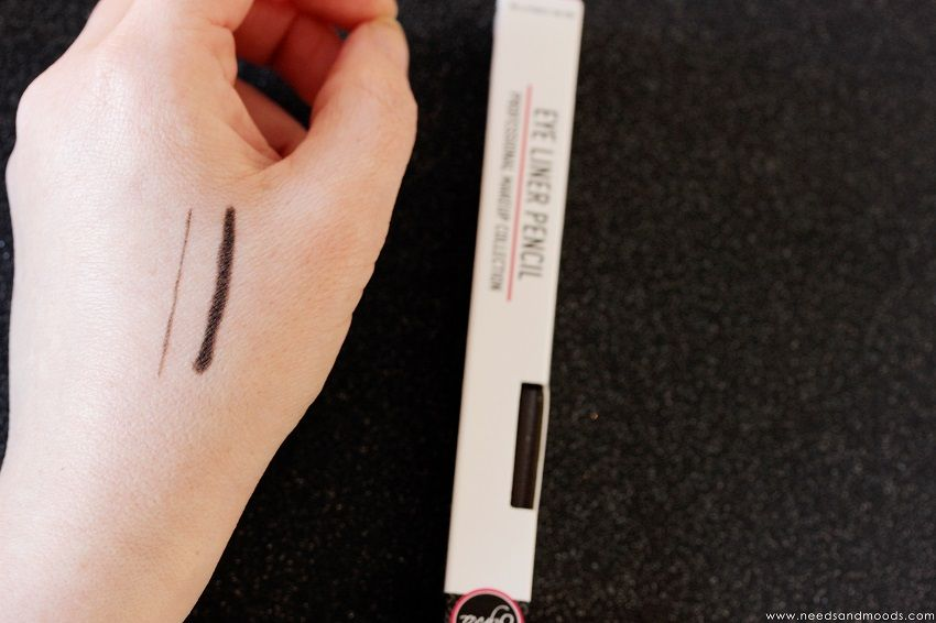eye liner pencil sigma swatch