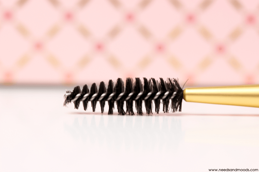 brosse sourcils too faced