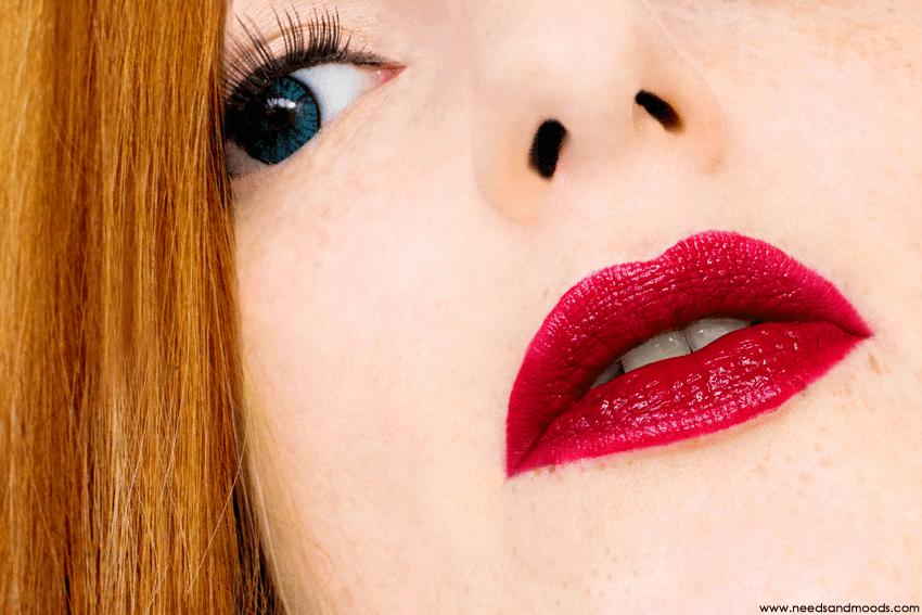 velvet-lip-glide-deviant-swatch