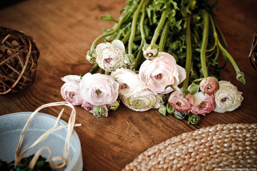 bouquet renoncule rose blanche
