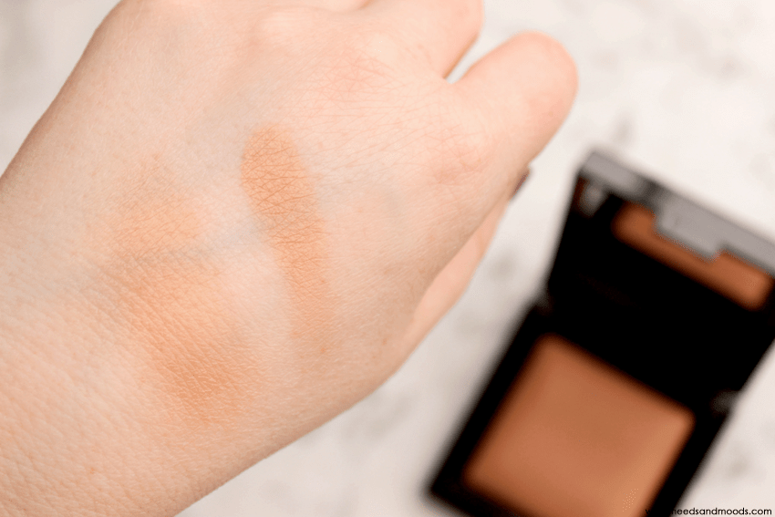 laura mercier candleglow sheer perfecting powder swatch