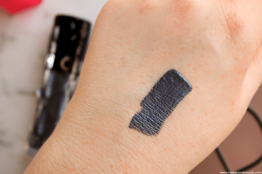 outrageous eyeshadow Risky Midnight swatch