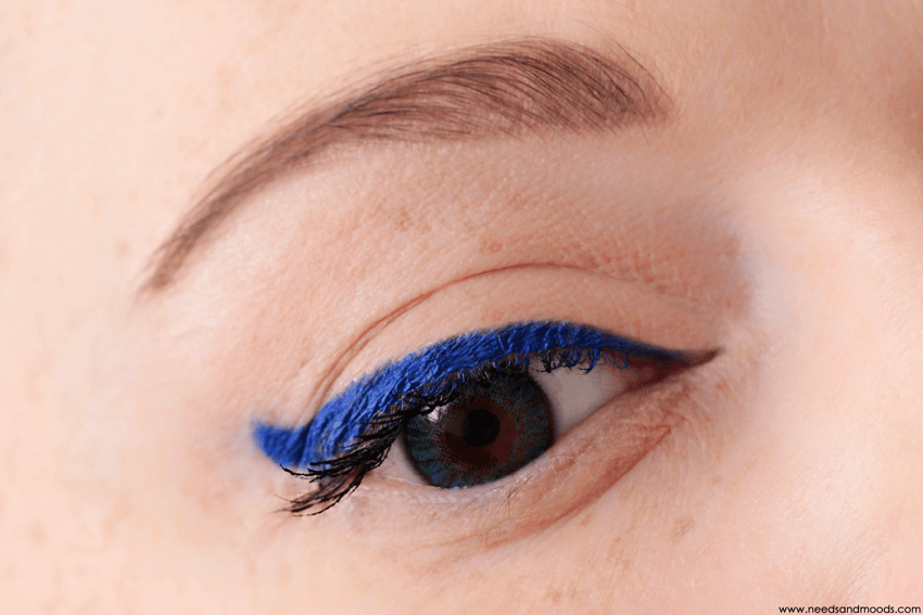 marc jacobs highliner swatch out of the blue