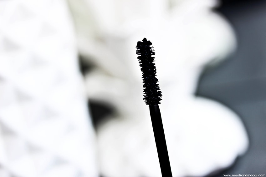 marc jacobs velvet noir major volume mascara brosse