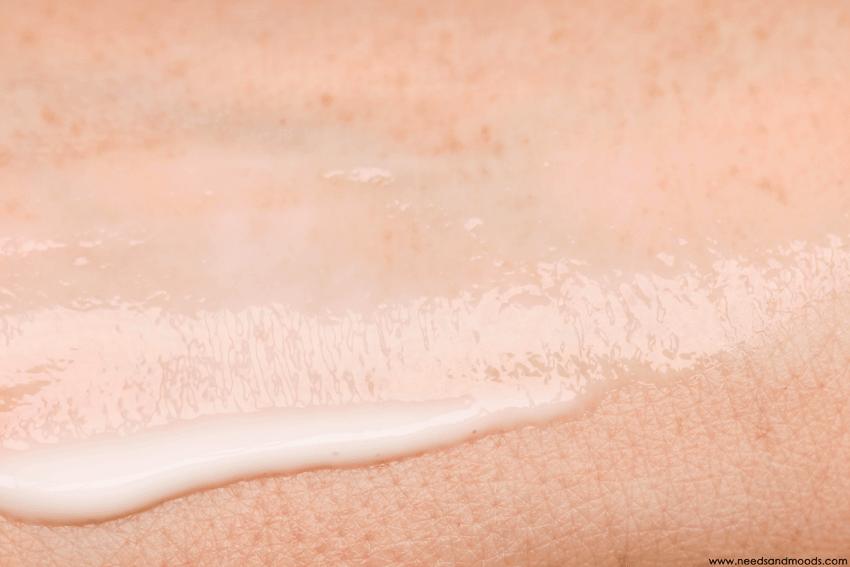 lierac sunissime lait reparateur rehydratant swatch