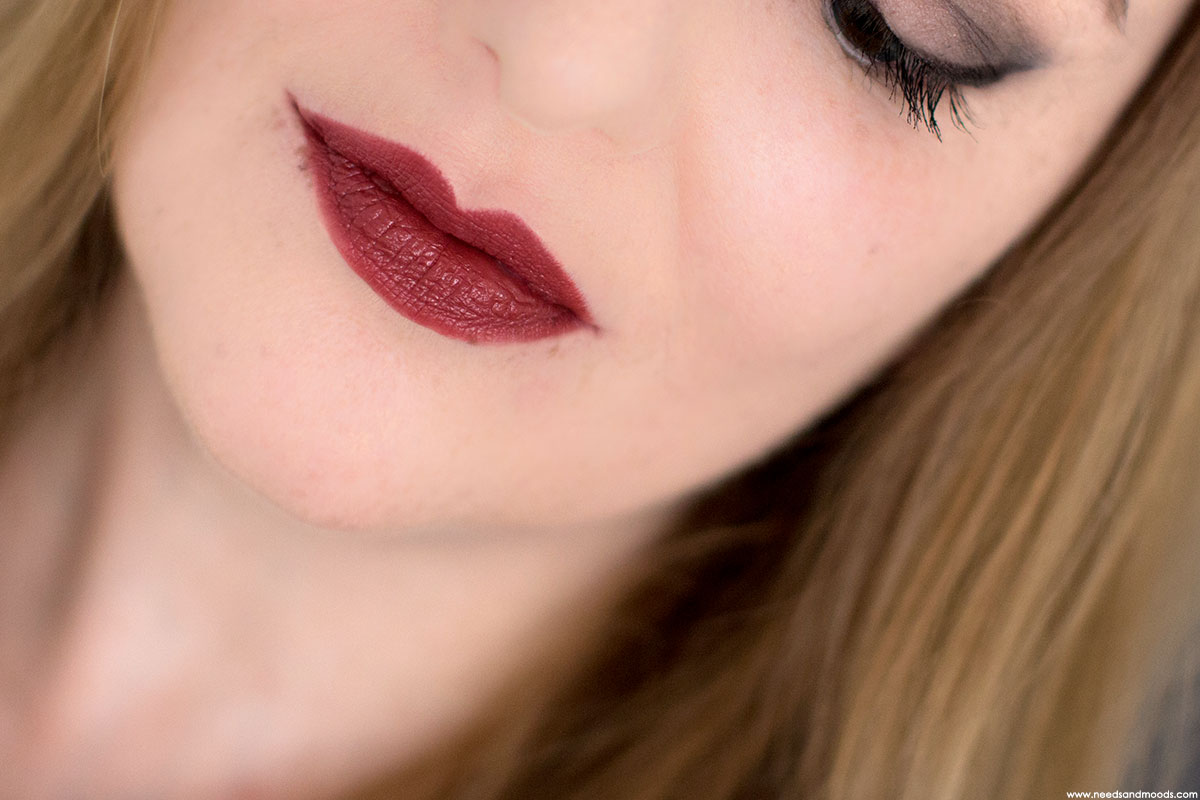 bobbi brown crushed lip color cranberry swatch