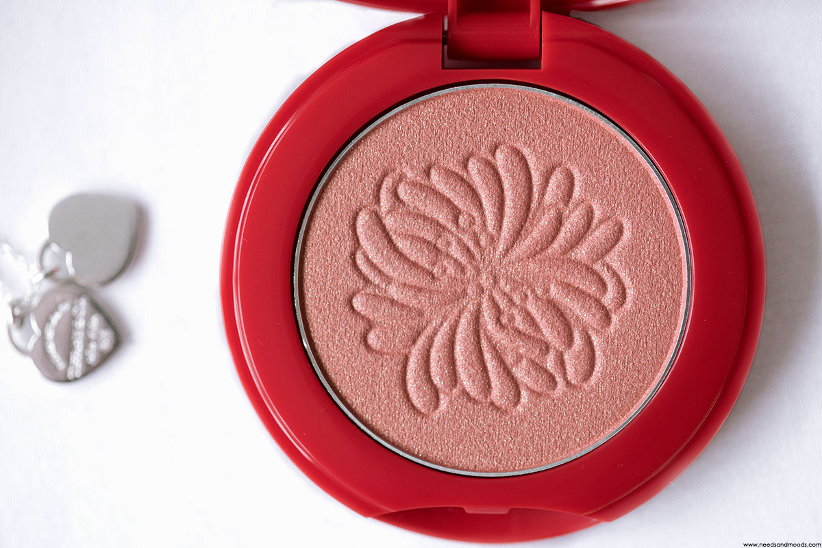 paul joe beaute shimmering blush swatch