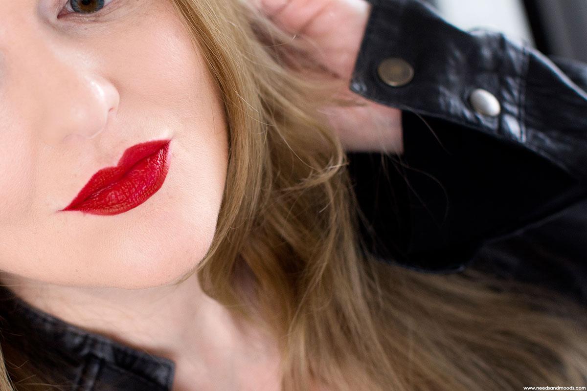 kat von d everlasting lip liner rosary swatch