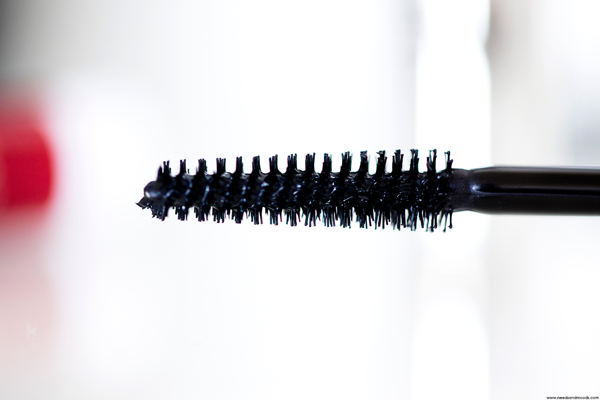 clinique lash power flutter to full mascara brosse