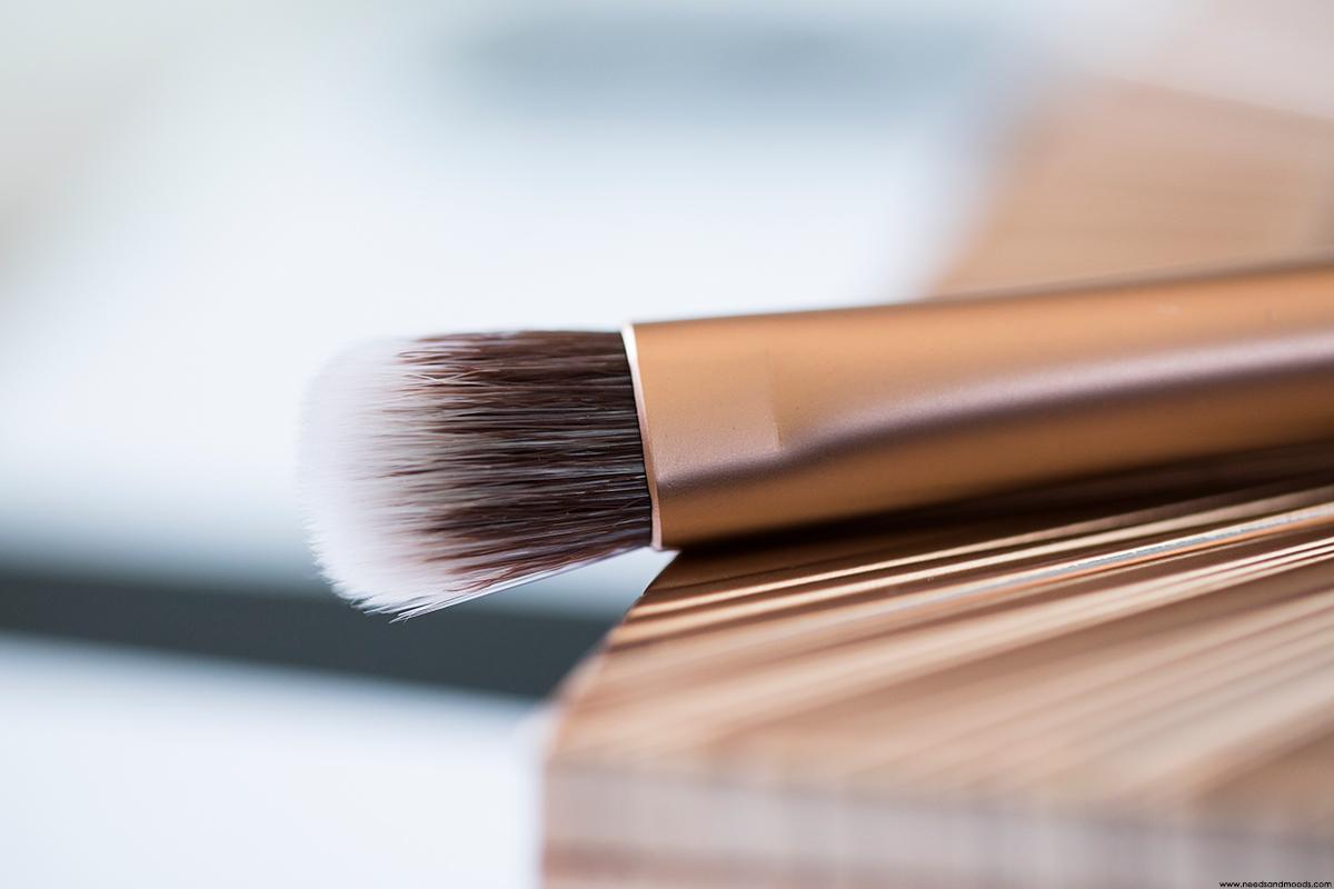 naked ultimate basics pinceau applicateur