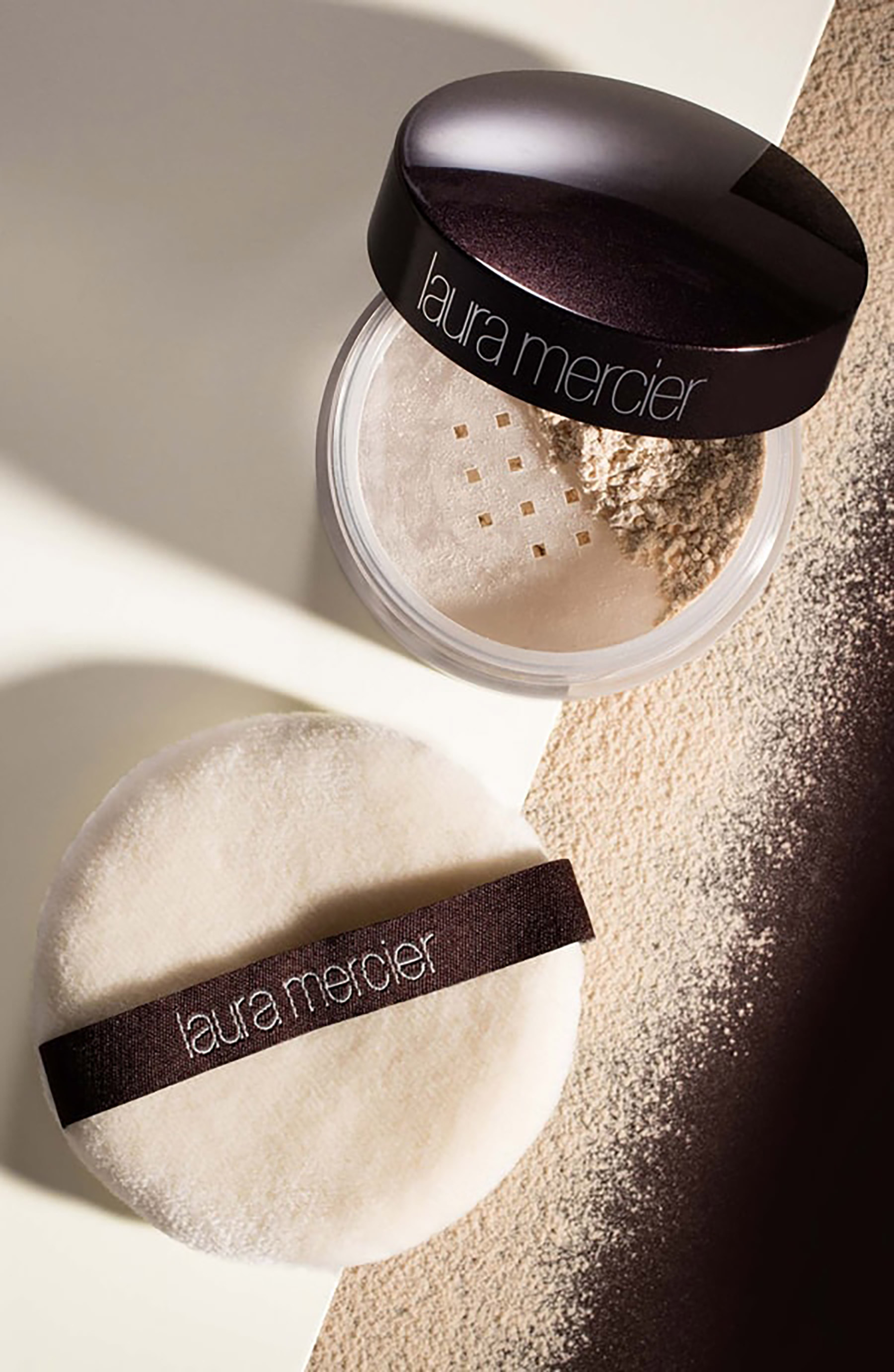 laura-mercier-transclucent-loose-setting-powder