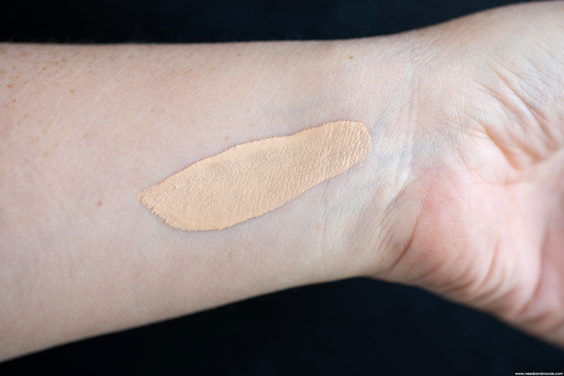 clarins-skin-illusion-swatch