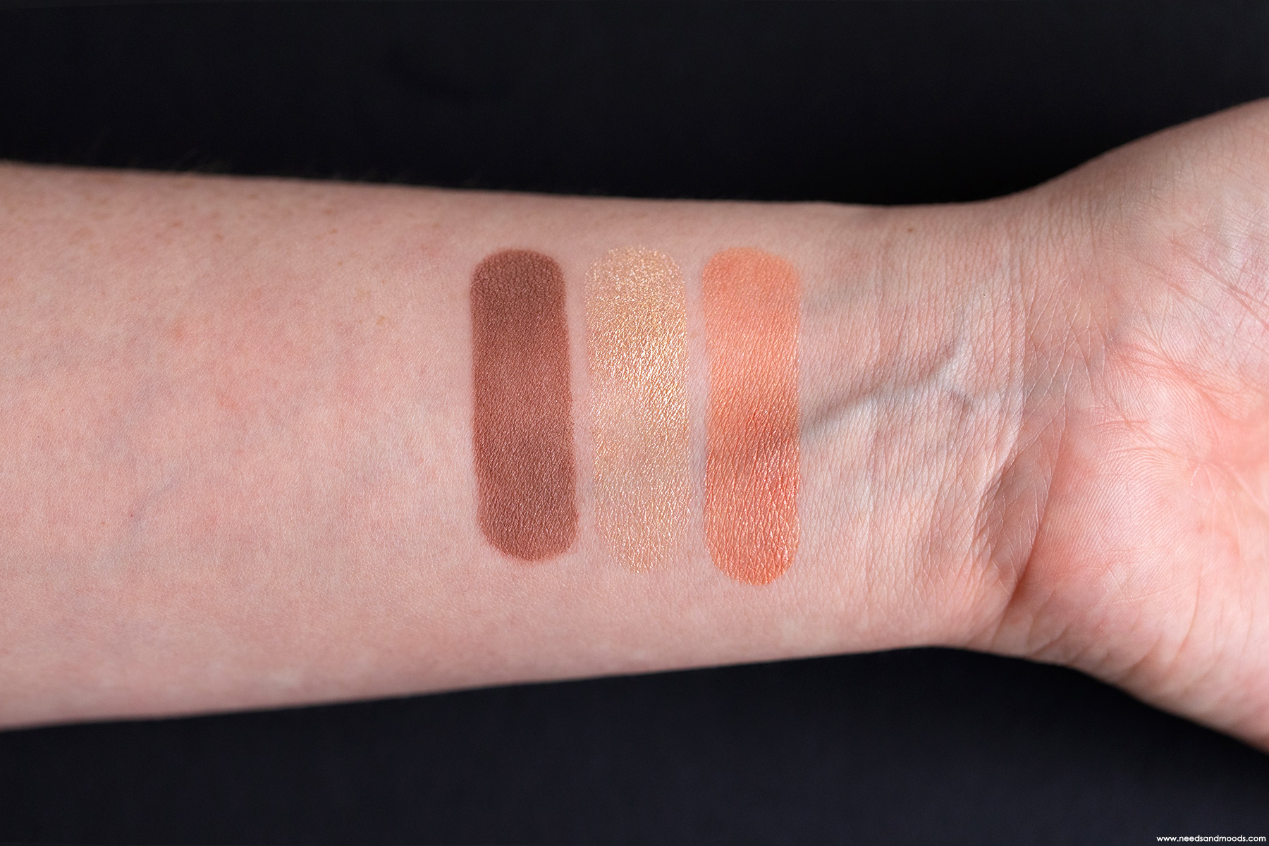 dior-3-couleurs-tri-o-blique-coral-canvas-swatch