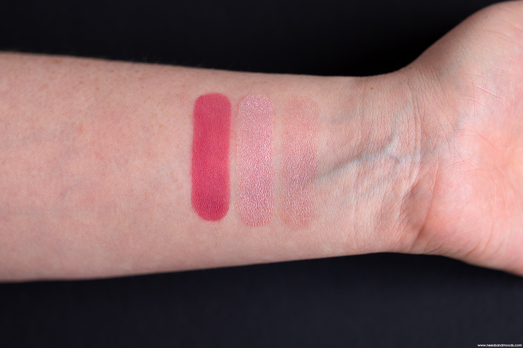dior-3-couleurs-tri-o-blique-rosy-canvas-swatch