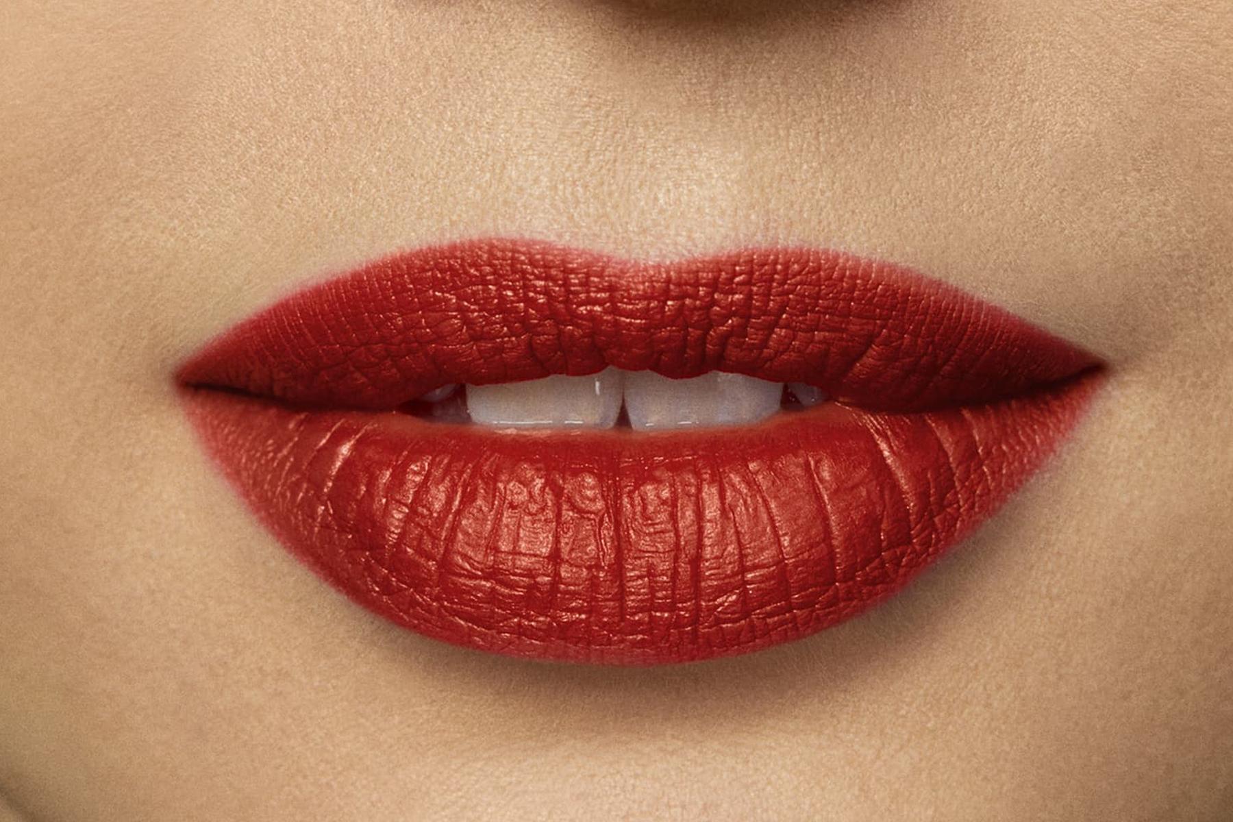 laura-mercier-rouge-essentiel-coral-vif-swatch