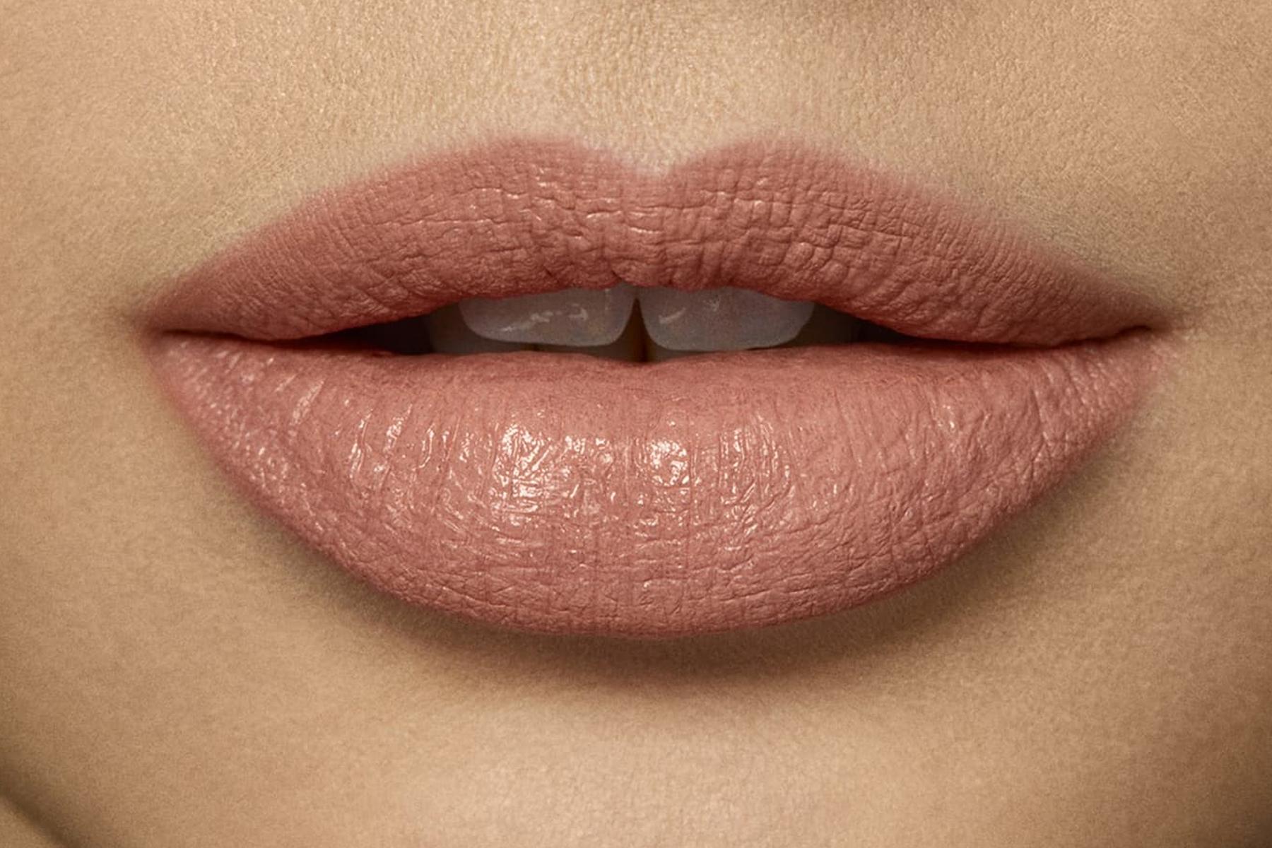 laura-mercier-rouge-essentiel-nude-naturel-swatch