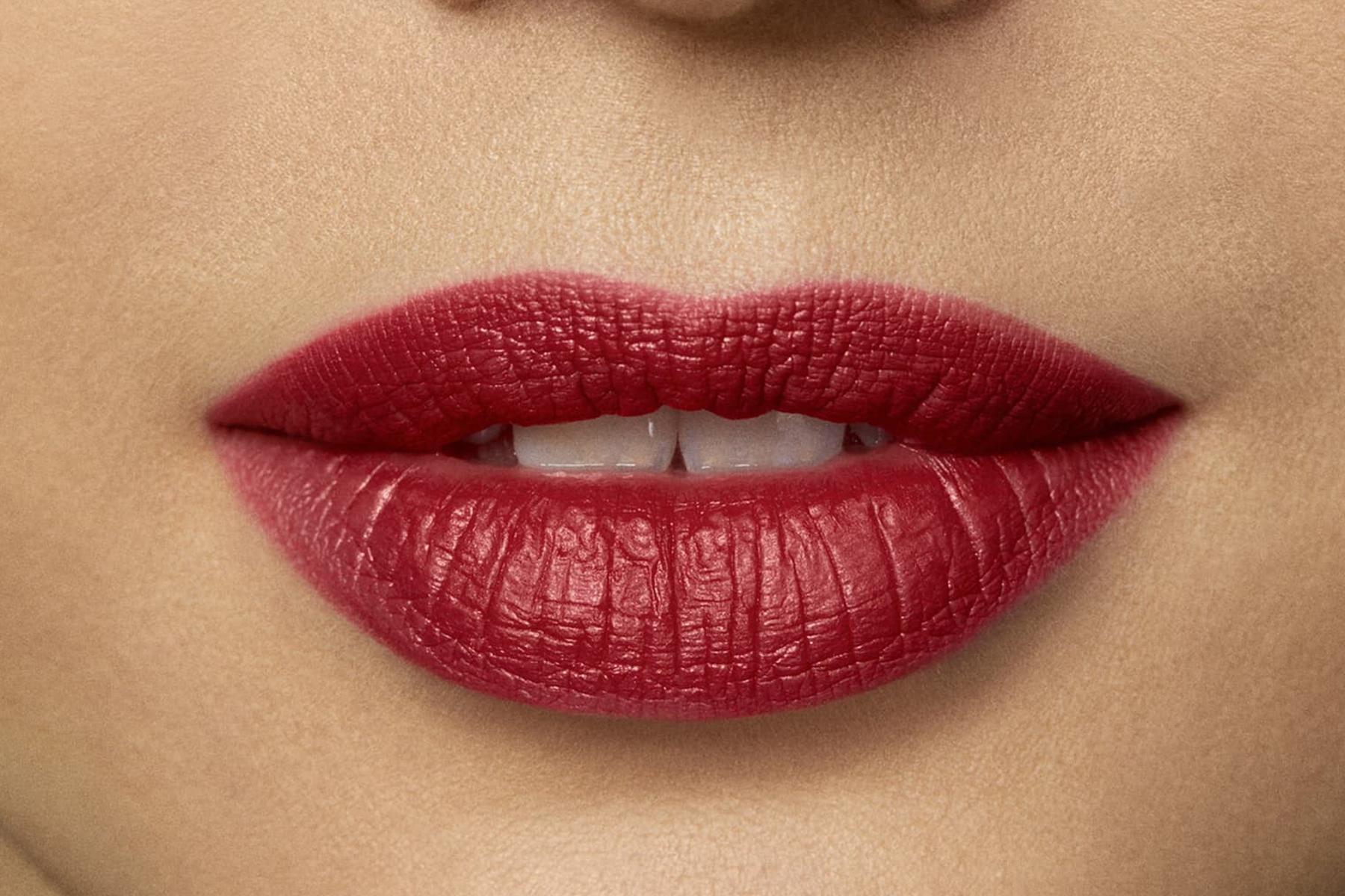 laura-mercier-rouge-essentiel-rouge-eclatant-swatch