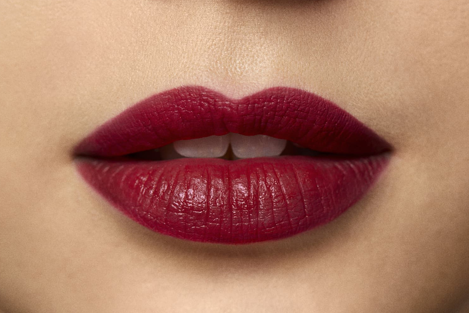 laura-mercier-rouge-essentiel-rouge-profond-swatch
