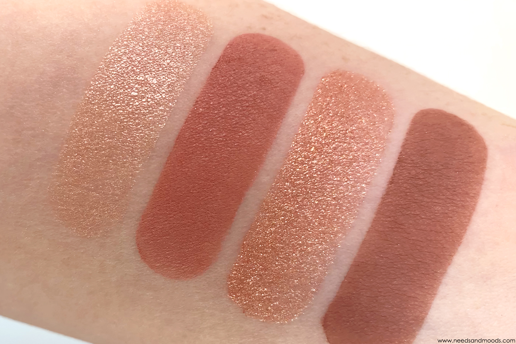 charlotte-tilbury-luxury-palette-pillow-talk-swatch