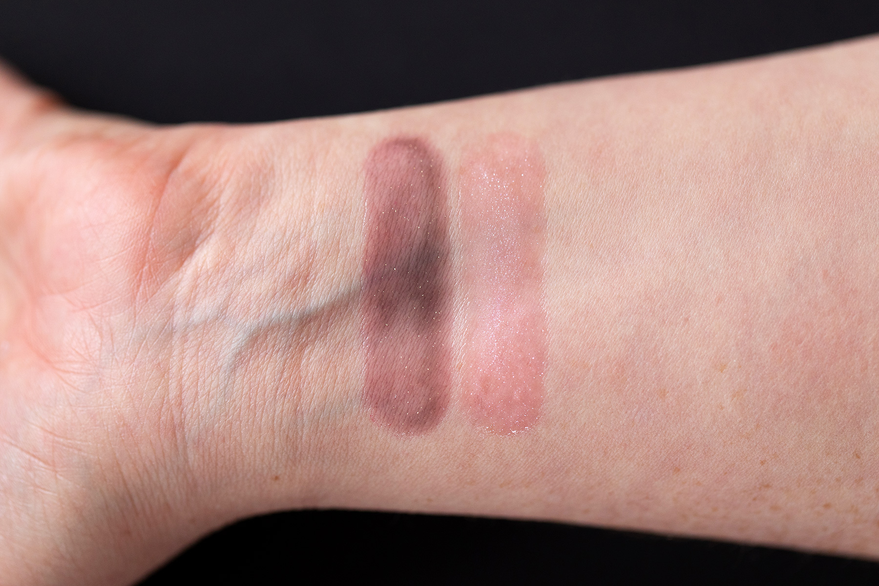clarins huile confort levres dark stone light stone swatch
