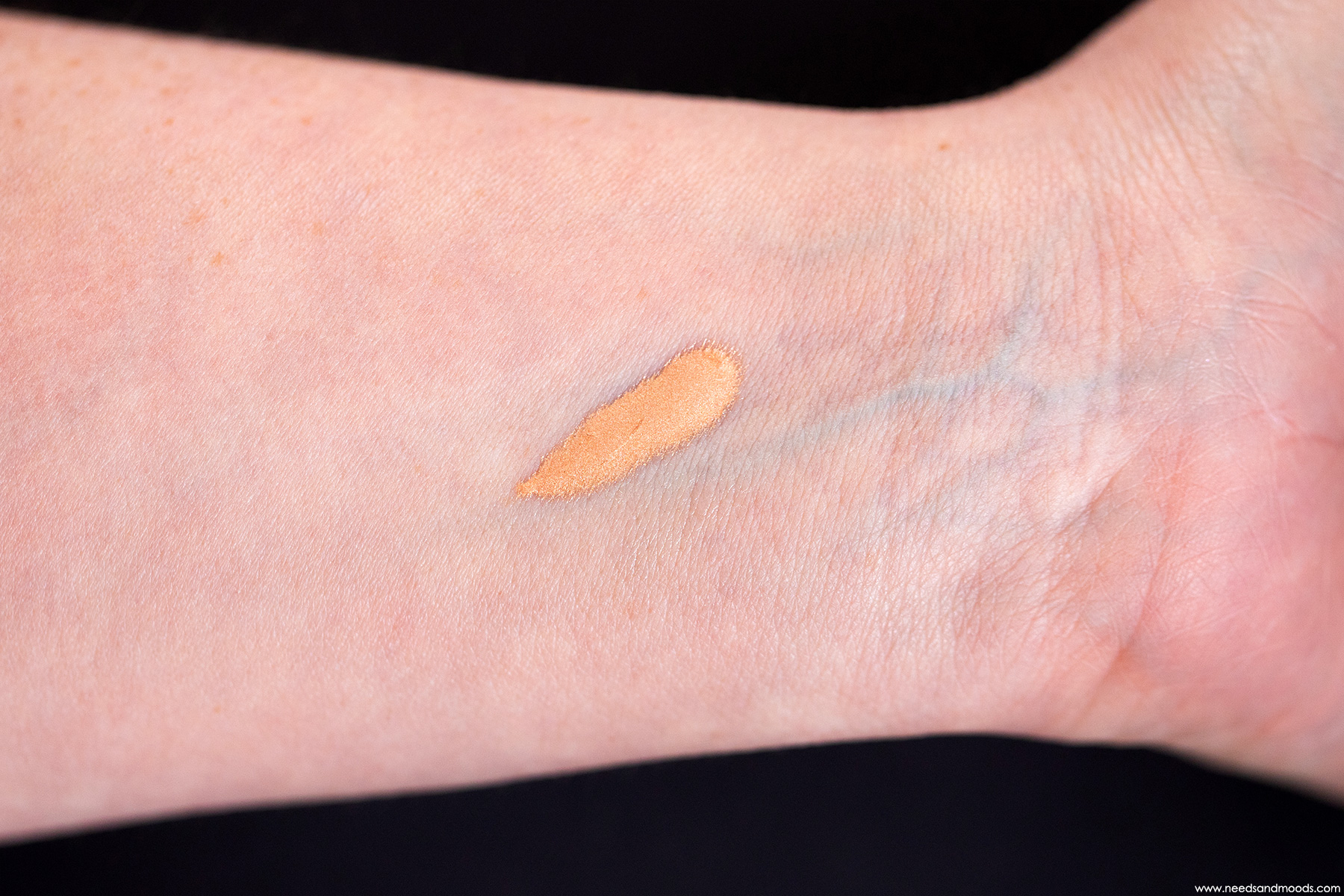 dior backstage face and body glow swatch