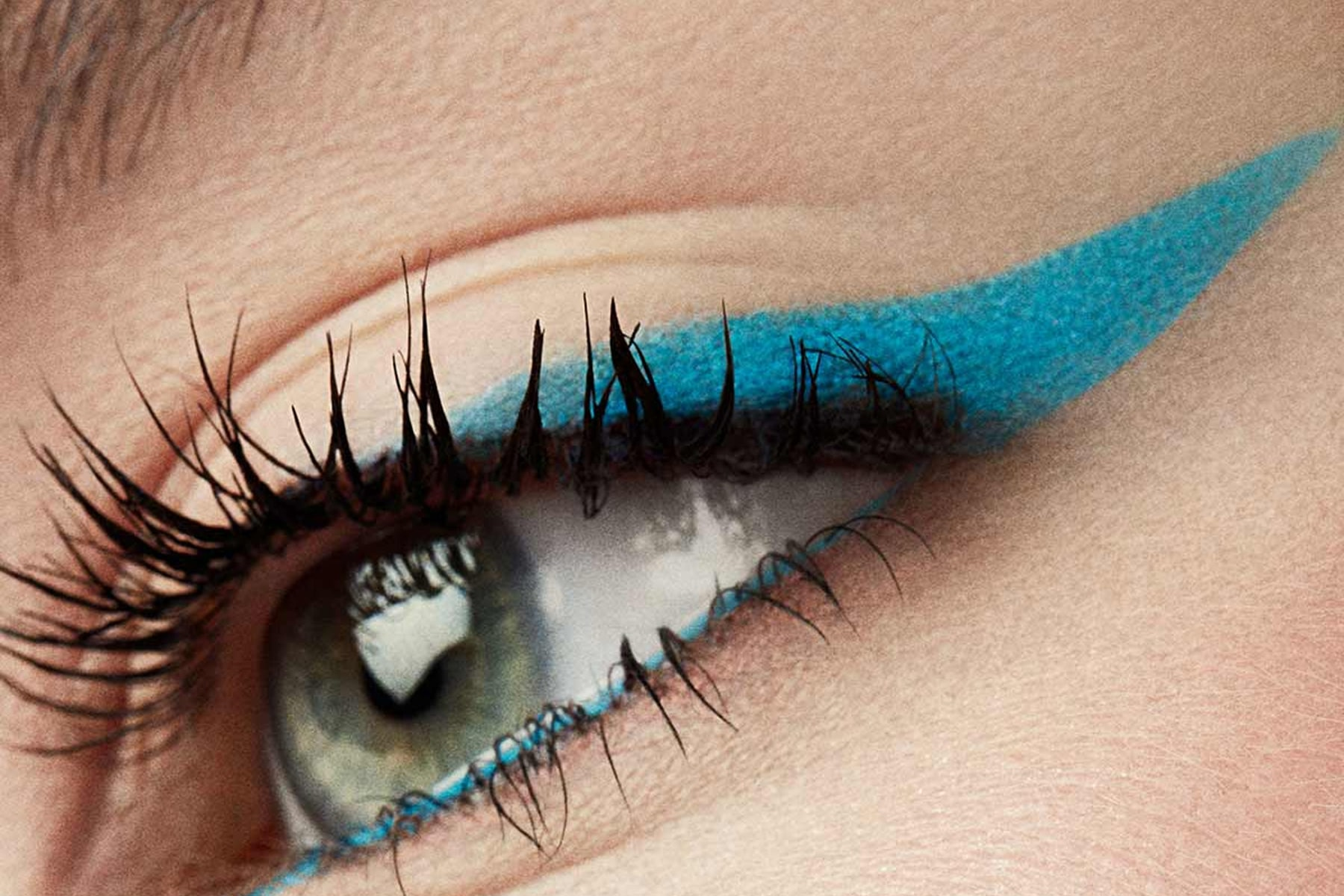 fenty-beauty-flypencil-lady-lagoon-swatch