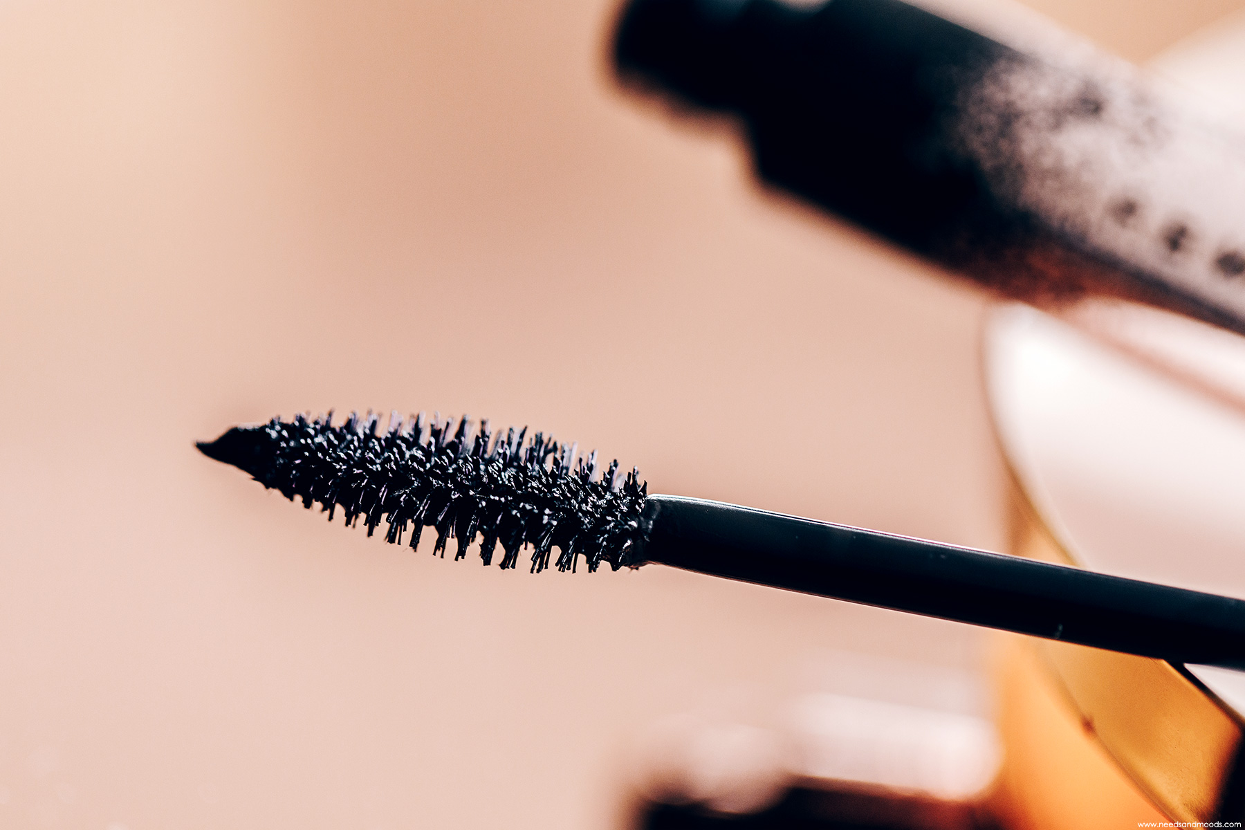 fenty beauty full frontal mascara brosse