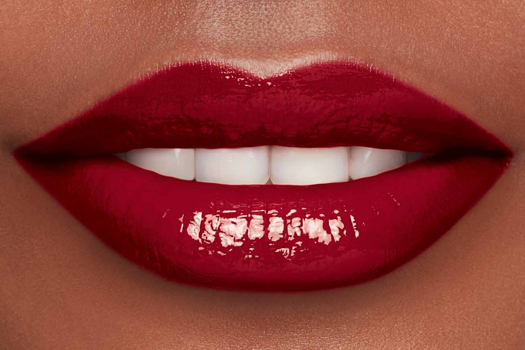 Clarins-lip-comfort-oil-intense-swatch-intense-burgundy