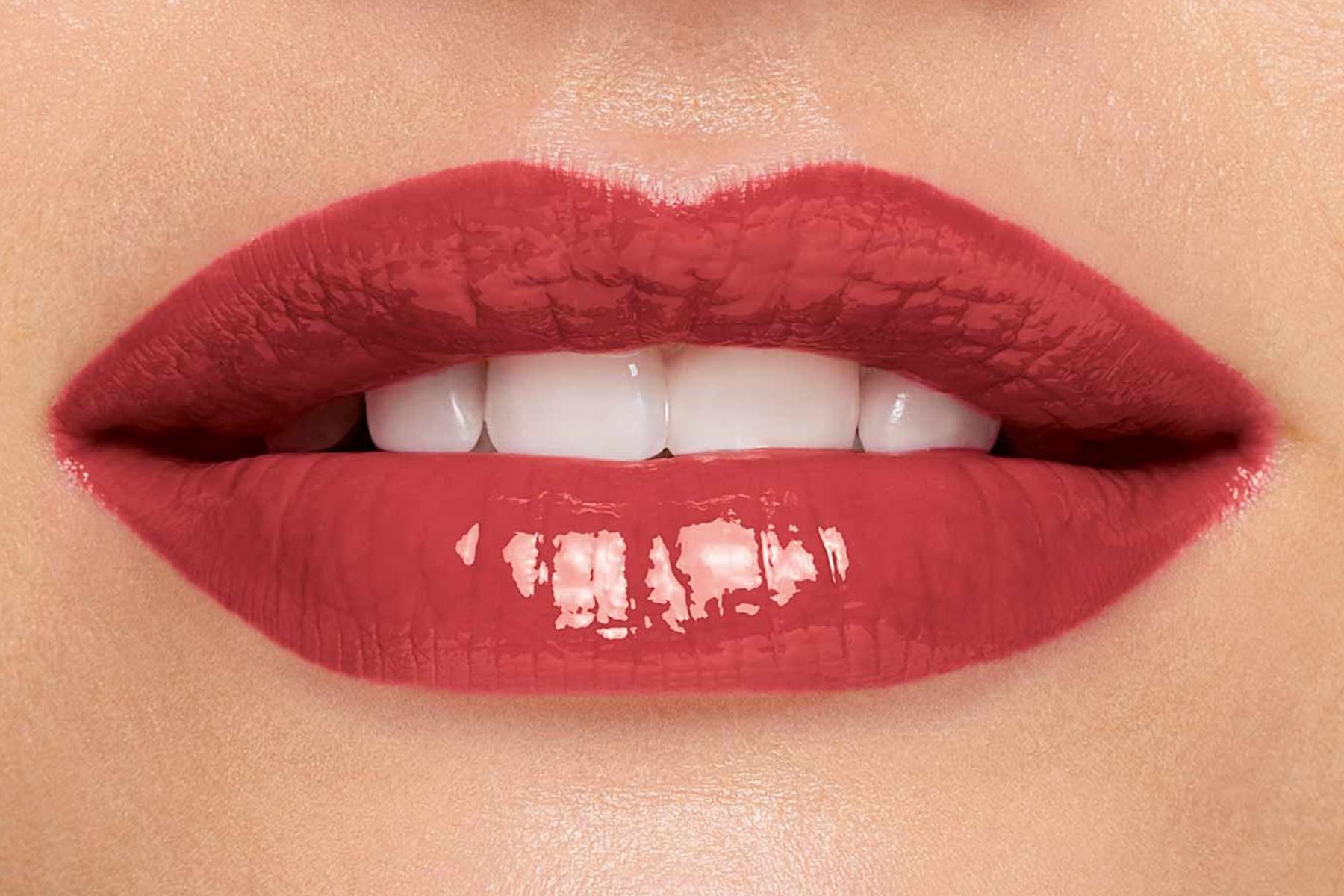 Clarins-lip-comfort-oil-intense-swatch-intense-rosewood