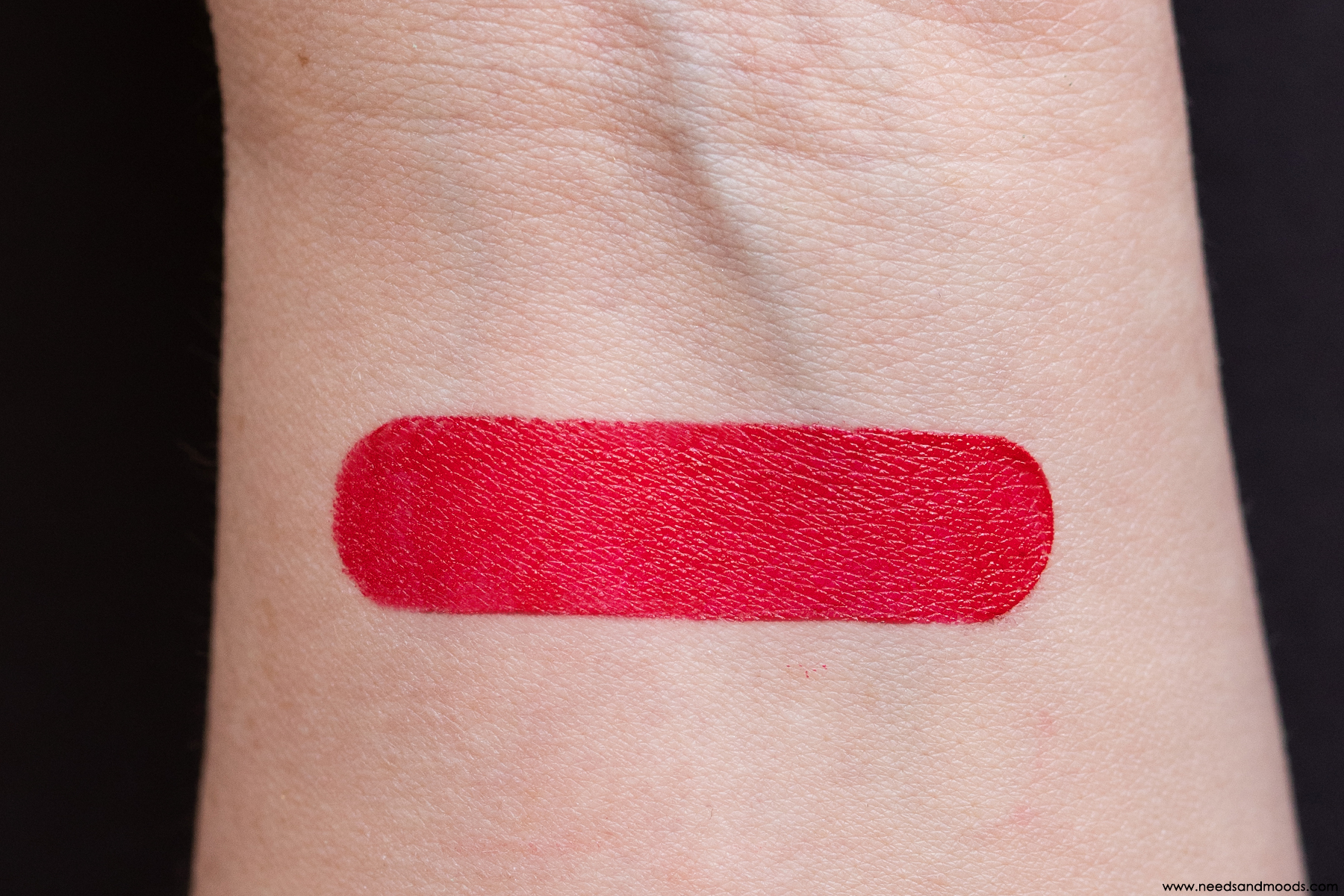 Antipodes-Rouge-Lèvres-Forest-Berry-Red-swatch