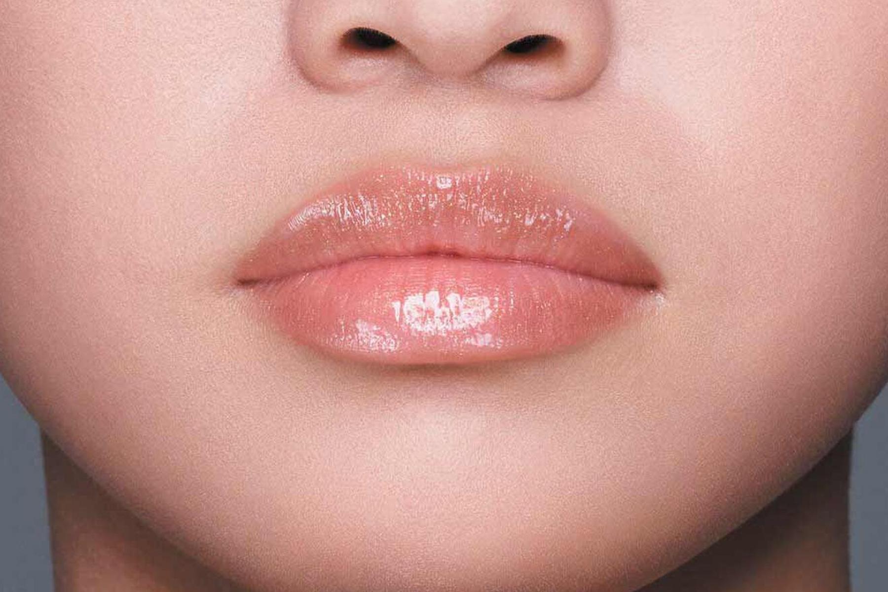 Shiseido Gloss Gel Lumiere swatch kurumi beige