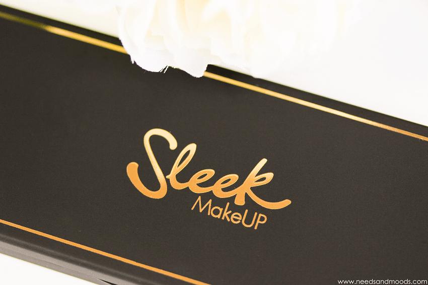 ilust sleek palette gold